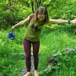 Cu picioarele goale în Parcul Dendrologic Simeria